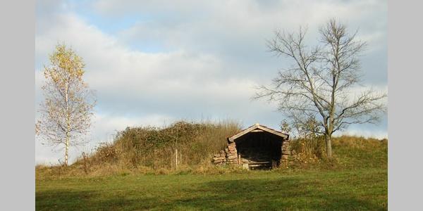 Zeit für eine Rast? Diese Mini-Hütte lädt dazu ein.