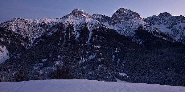 Aussicht über das Tal auf die Unterengadiner Dolomiten