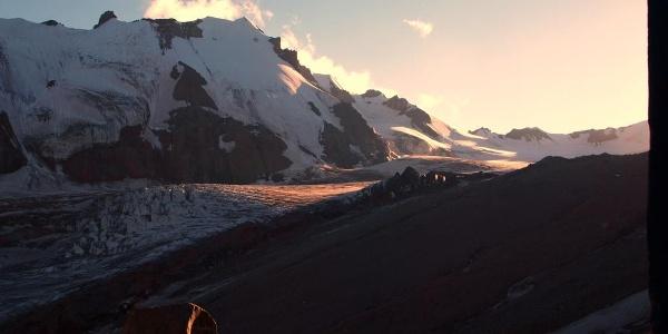 Sonnenuntergang, Blick von der Hütte nach Westen (Moräne).
