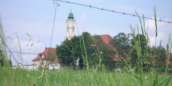 Der Blick auf Kloster Reutberg.