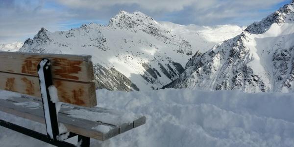Blick ins Vergaldatal. Links der Schmalzberg, in der Mitte die Valiseraspitze (2.716 m)