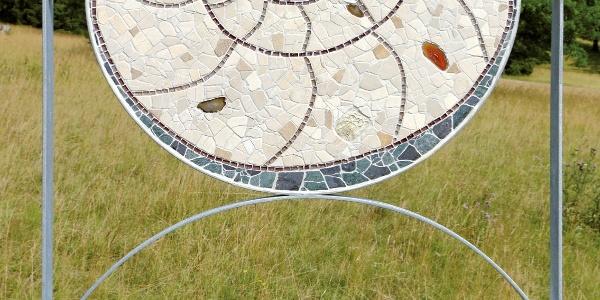 Sonnenscheibe mit Ammonit von Caroline Jung