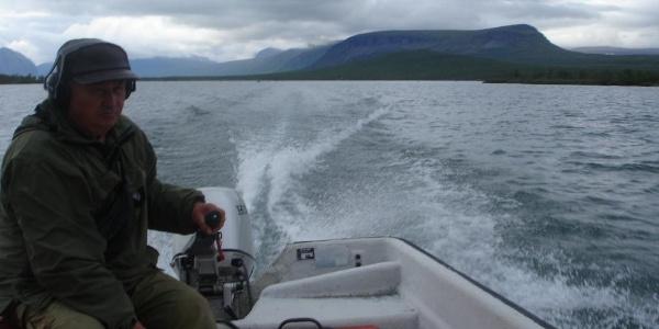Motorboot am Sitojaure