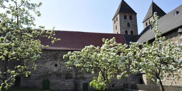 Kloster Flechtdorf im Frühjahr