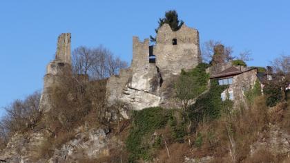 Blick auf die Burgruine bei Hals