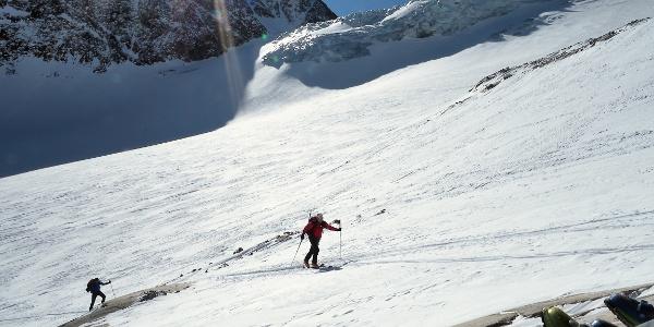 Kurz unter dem Gletscherbruch - der Aufstieg führt deutlich westlich davon vorbei.