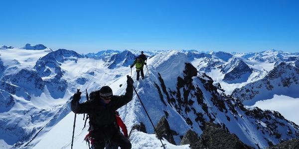 Der lange Gipfelgrat.