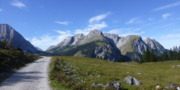 Einfache Wege durch fantastische Landschaft