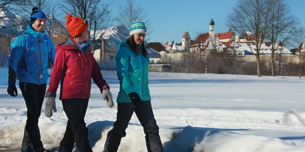 Winterwandern mit Blick auf Füssen
