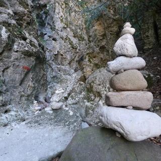 Steinmännchen in der Schlucht