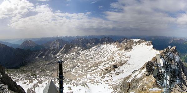Blick von Zugspitze Richtung Süden auf den Gletscher