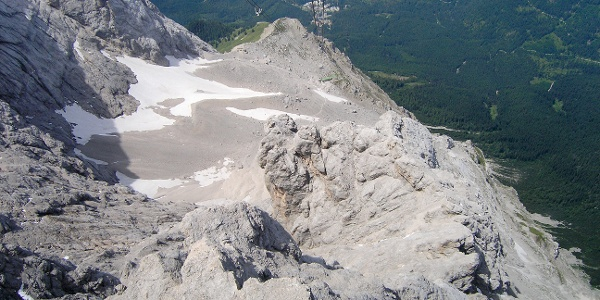 Blick von der Tiroler Zugspitzbahn (A) Richtung Wiener Neustädter Hütte