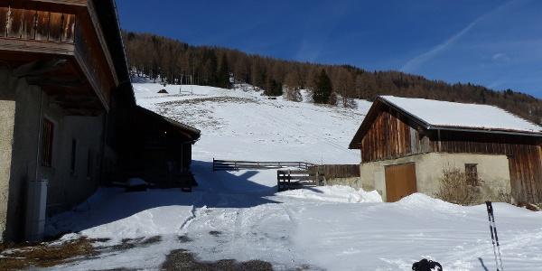 Ein Bauernhof im Außertal von Obernberg ist der Ausgangspunkt.