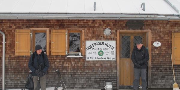 Aufbruch an der Göppinger Hütte im Schneetreiben