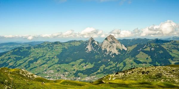 Fantastischer Blick in den Schwyzer Talkessel mit den Mythen.