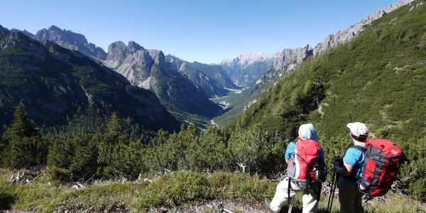 Auf dem Höhenweg Truoi dai Sclops mit Blick ins Val Meluzzo