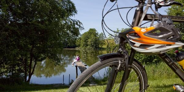 Radfahren und am See entspannen