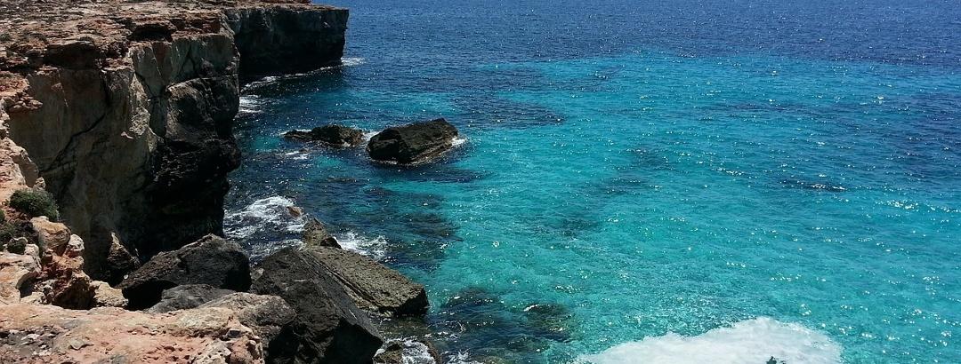 Steinige Küste