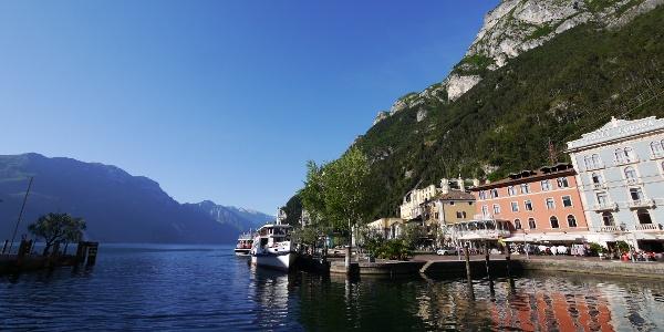 Blick von Riva auf den Gardasee