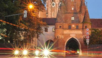 Wahrzeichen von Ingolstadt - das Kreuztor bei Nacht