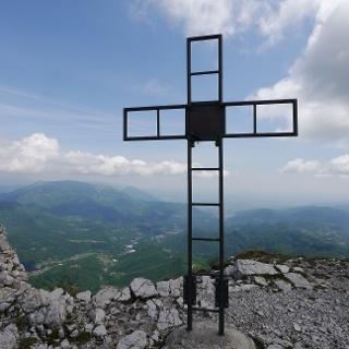 Das Gipfelkreuz des Monte Baffelan
