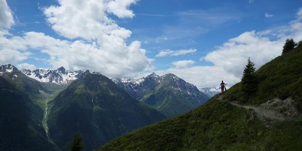 Blick von der Alp Murtera Dadoura Richtung Guarda