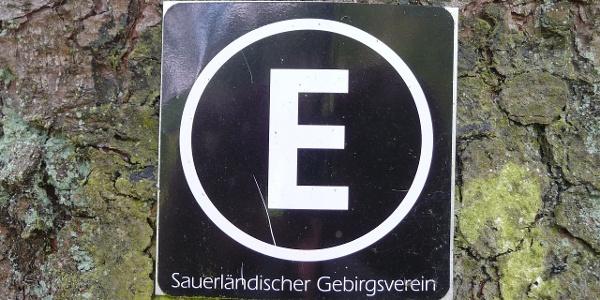 Das Wegkennzeichen des Esloher Grenzgängers