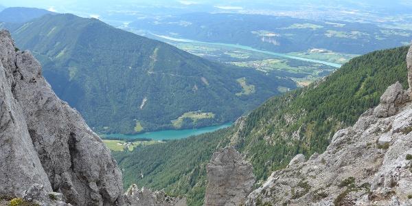 Blick auf den Freibach-Stausee und die Drau
