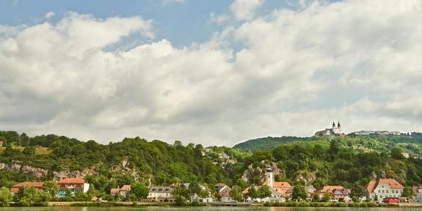 Blick Richtung Marbach an der Donau - im Hintergrund Maria Taferl