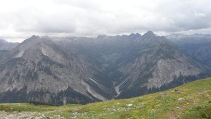 Blick über das Große Walsertal in Richtung Rote Wand