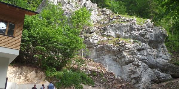 Der Kletterfelsen direkt neben der Hütte.