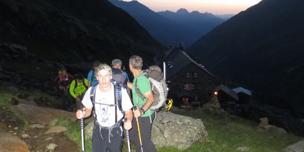 Aufbruch um 05:10 Uhr von der Nürnbergerhütte.