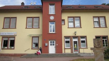 Start am Bahnhof Waldfischbach. Es gibt auch ein kleines Cafe, aber nicht zuviel erwarten. Andere möglichkeiten zur Einkehr allerdings in unmittelbarer Nähe.