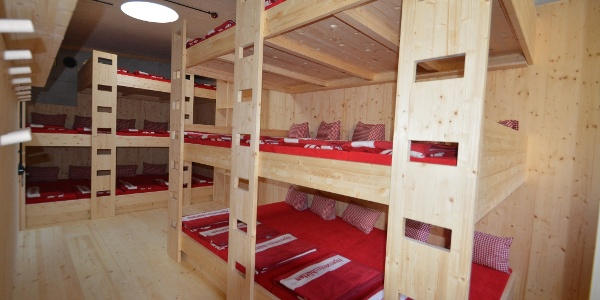 Eines von zwei komfortablen Matratzenlagern
