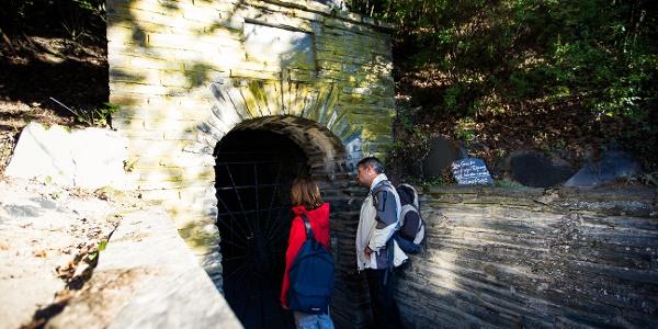Eingang zum Besucherbergwerk Schiefergrube Herrenberg