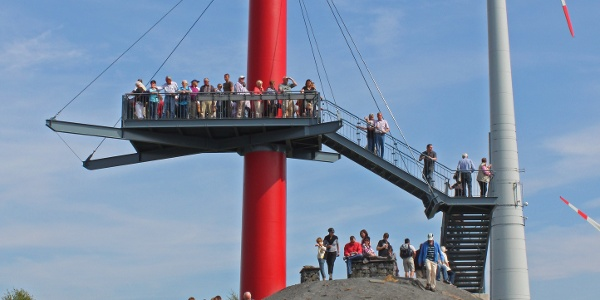 Sehr beliebt ist die Aussichtsplattform auf der Felsrippe. Beim Bergfest, das alle 2 Jahre stattfindet, geht es natürlich besonders hoch her.