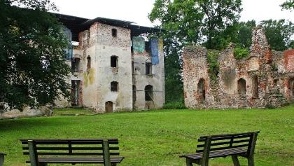 Schlossruine Putzar (2)