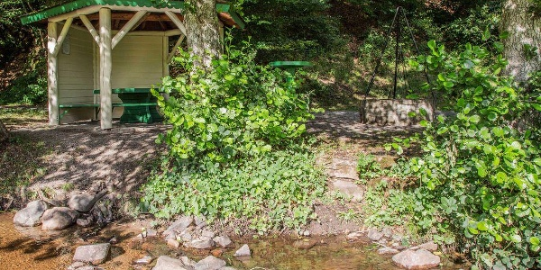 Schon nach 1 km bietet die Hahn-und-Henne-Runde eine Wassertretstelle und Grillplatz.