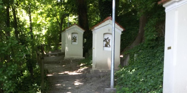 Kreuzweg zur Nikolauskapelle