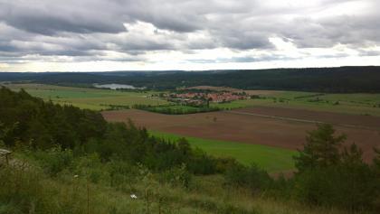 Blick nach Hohenfelden mit Stausee