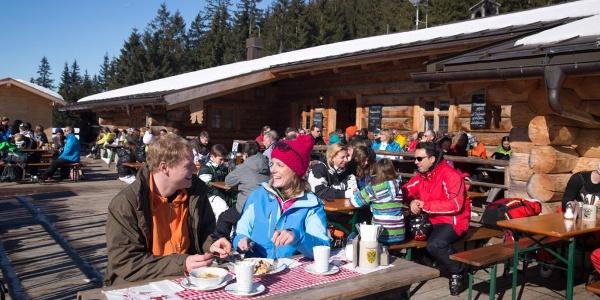 Schneeschuhwanderung von Unterammergau nach Oberammergau - an der Kolbensattelhütte