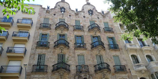 Die Fassade der Casa Calvet