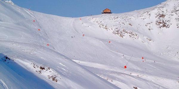Hintertuxer Gletscher mit Tuxerjoch-Haus des Österreichischen Touristenklubs