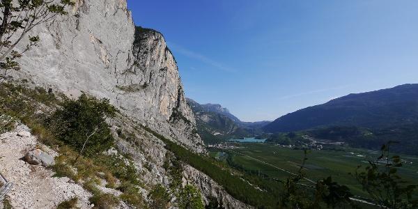 Erste Ausblicke auf den Lago di Toblino