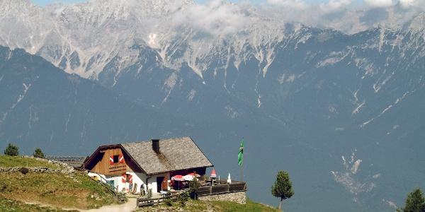 Peter-Anich-Hütte. Hoch über dem Inntal