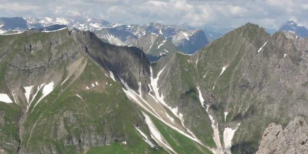 Blick von der Simmshütte auf den neuen Weg Falmedonjoch