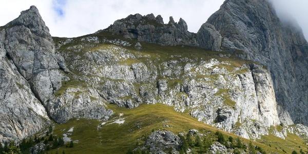 Il costone Eynard e sulla destra il monte Chiadenis