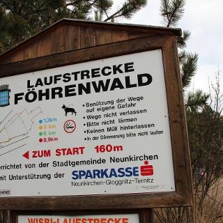 Laufstrecke Föhrenwald Hinweistafel