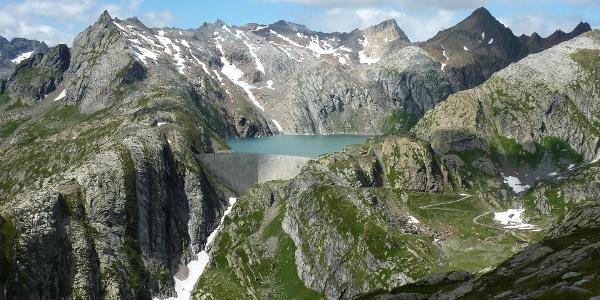 Staumauer des Lago Cavagnöö