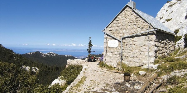 Mountain hut Rossijevo sklonište